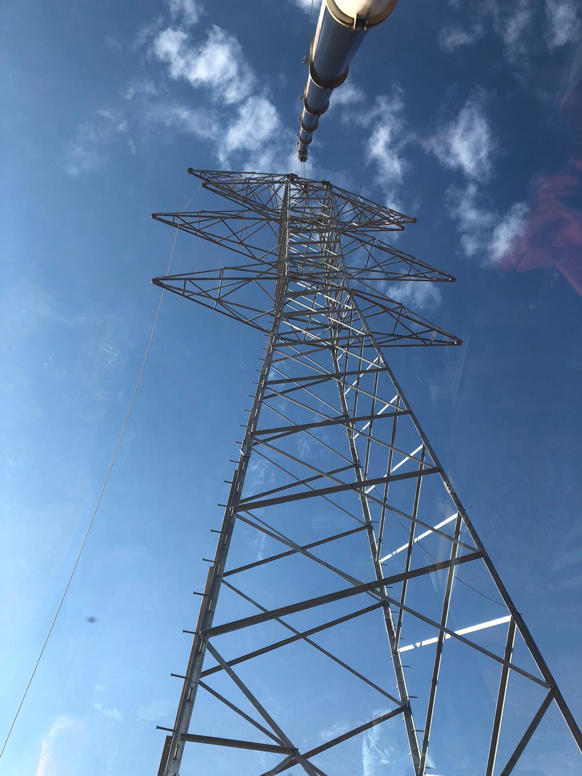 Grúa-antena-vertical