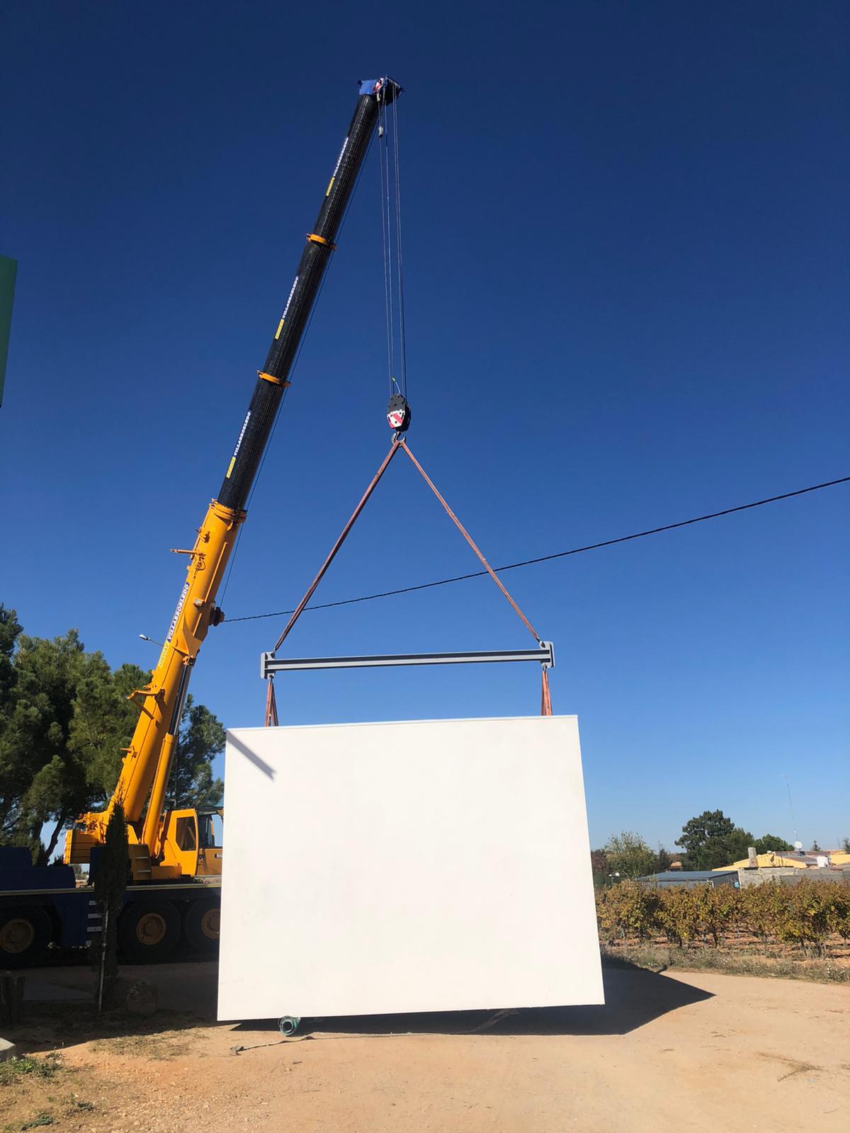 Grúa-cargando-vertical